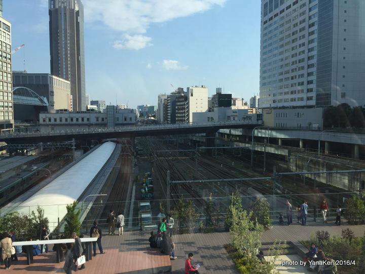 小田急ホテルセンチュリーサザンタワーと新宿駅構内