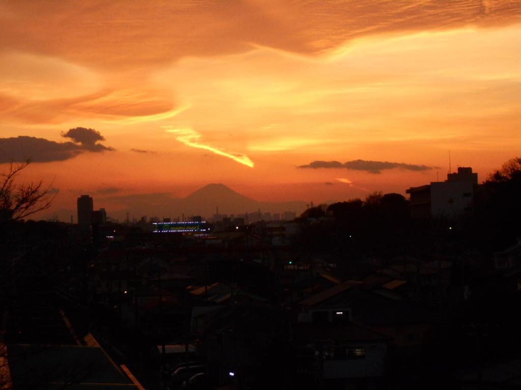 船橋市飯山満三丁目(月見台町会会館前)からの富士の夕景